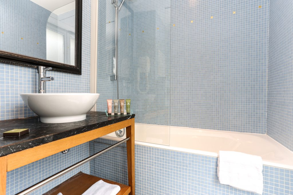 Junior-suite-bathroom-2