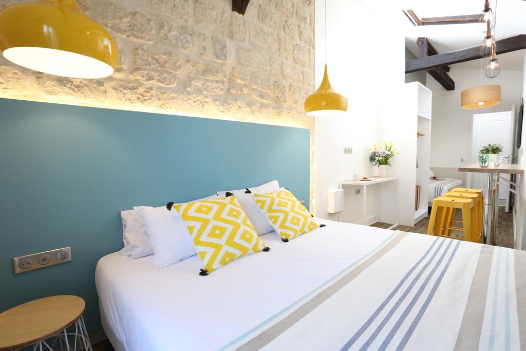 Chambre Quadruple (salle de bain privée)_30 - Avalon Hotel ...